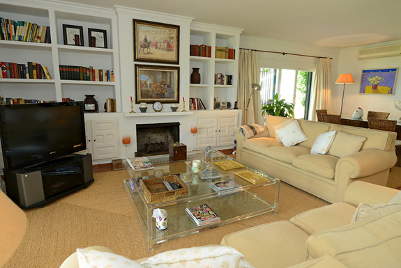 Quality furnishings at La Calma Estepona holiday villa for rent